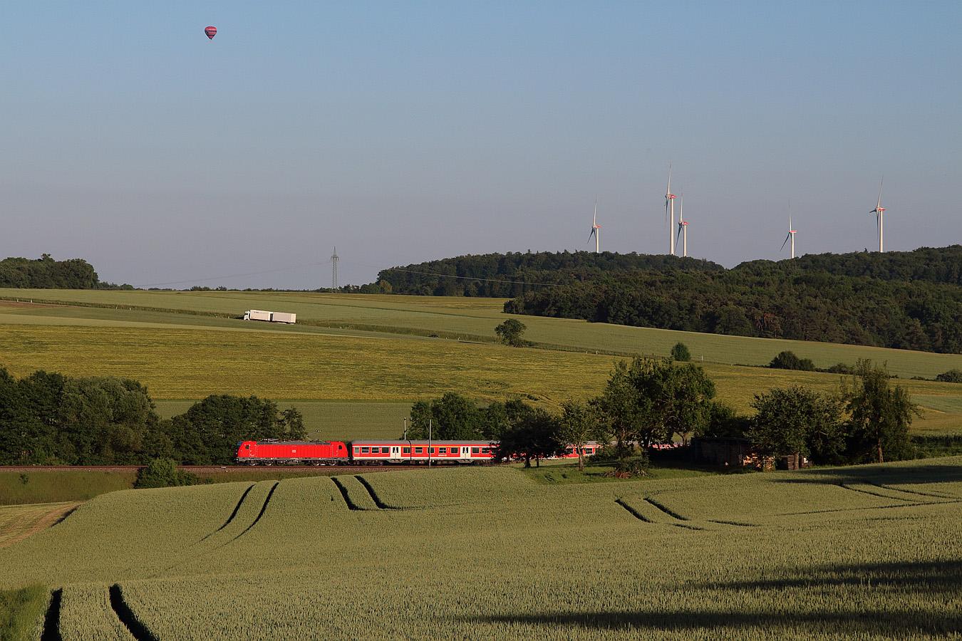 http://www.eisenbahnfotos-online.de/webspace/147003vr-140617-teu-1350.jpg