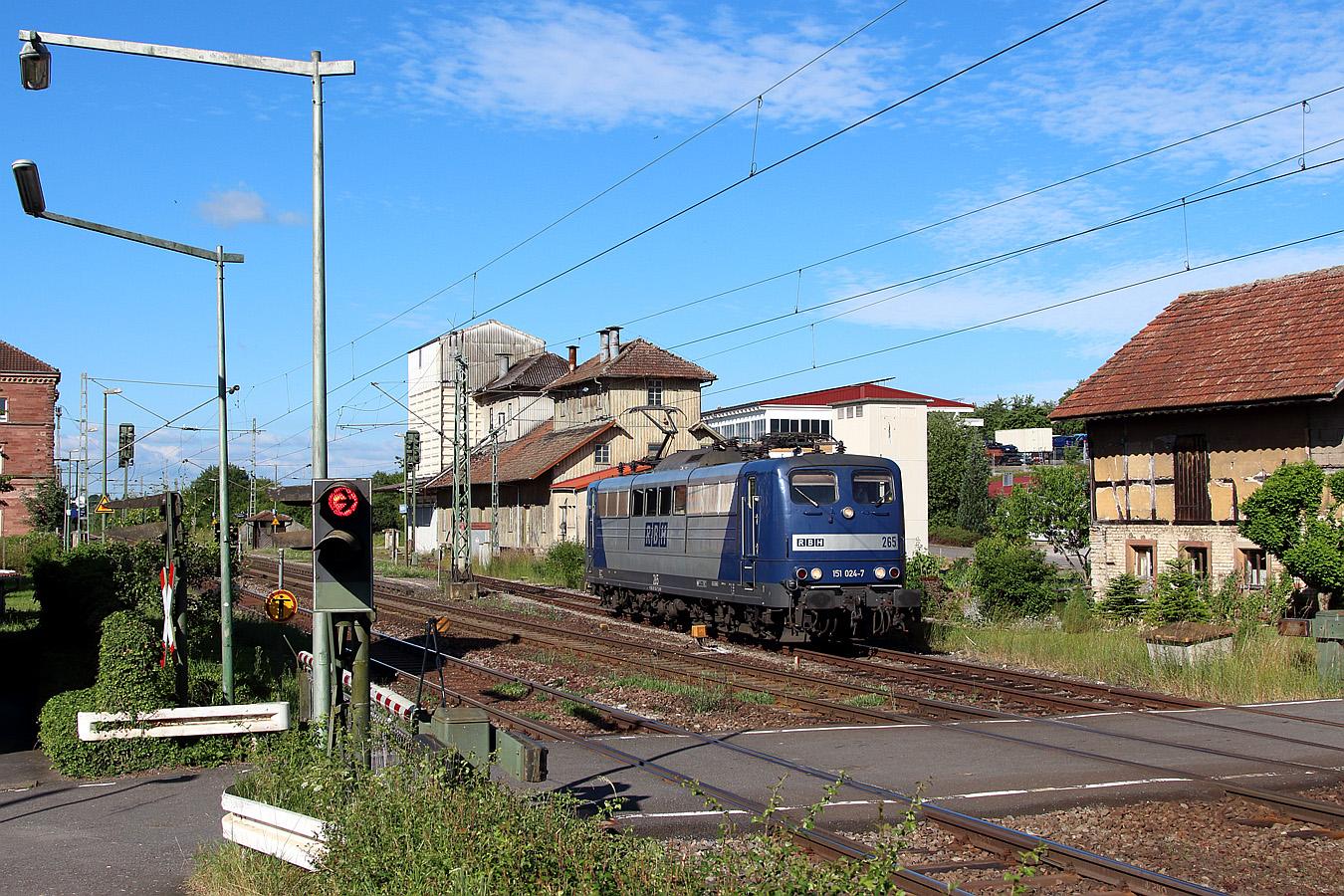 http://www.eisenbahnfotos-online.de/webspace/151024rbh-160617-teu-1350.jpg